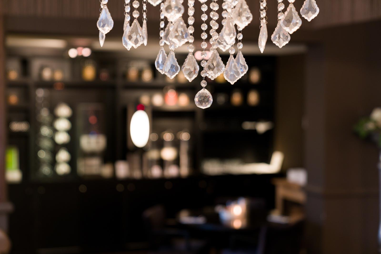 Kroonluchter in het restaurant van Hotel Merlinde