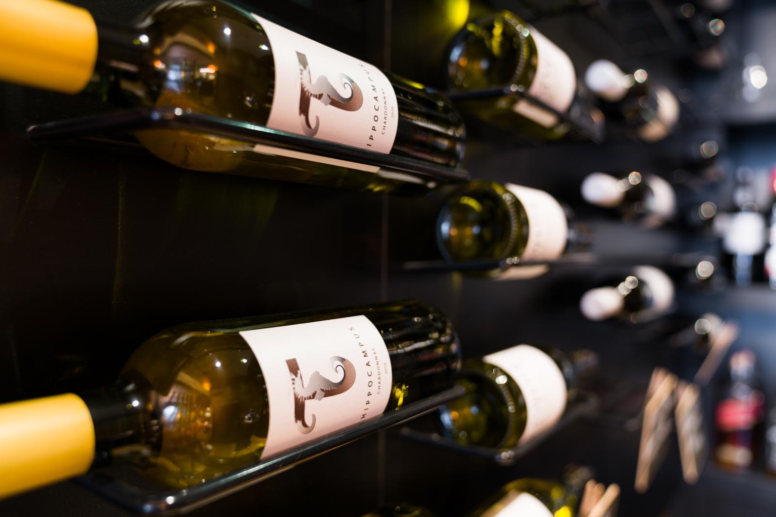 Wijnkeuze in het restaurant van Hotel Merlinde